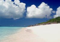 ビーチと夏の雲