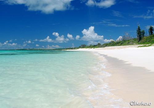 砂浜と海と空