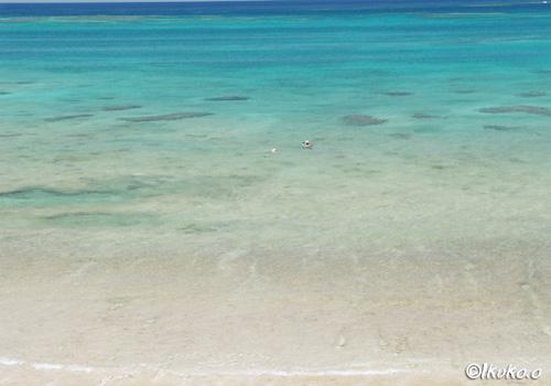 降り口から見える青い海