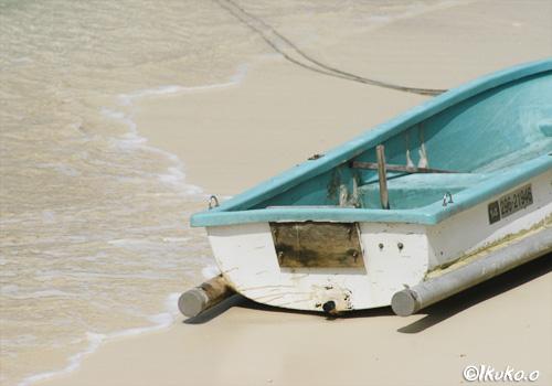 乗り捨てられたボート