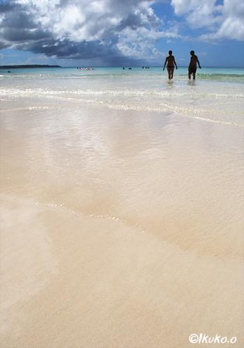 鏡のような砂浜