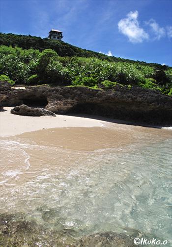 展望台下の小さなビーチ