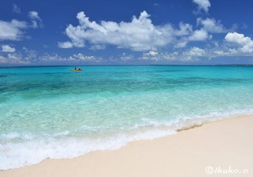 シーカヤックと青い海