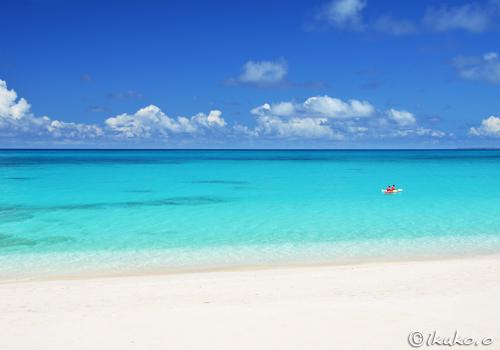 長間浜の青い海