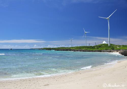 風車の見える浜