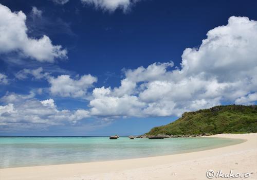 夏空が浮かぶビーチ