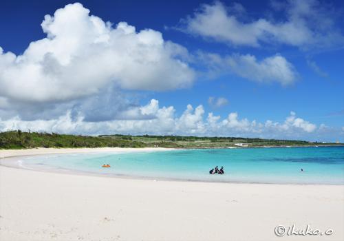 渡口の浜に浮かぶ雲