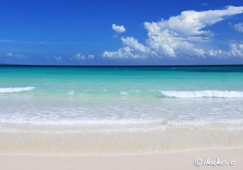 渡口の浜に打ち寄せる波