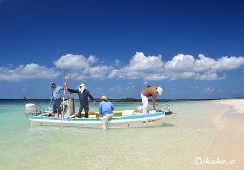 ビーチに着いた漁船