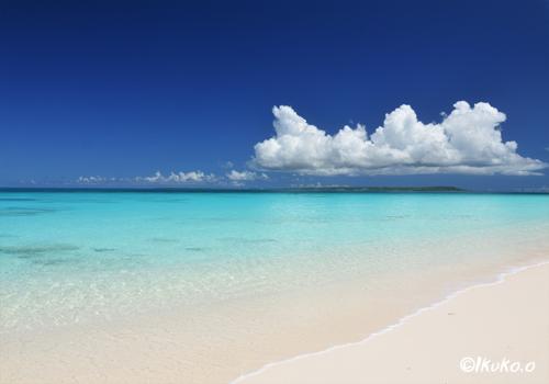 青い海と白い雲