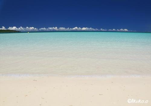 青い海と真っ白な砂浜