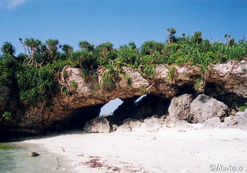 間那津ビーチの風洞