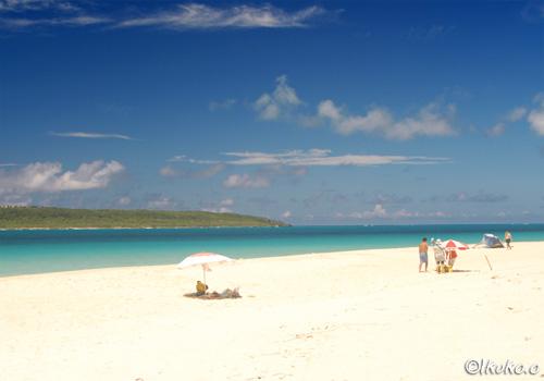 真っ白な砂浜と青い海