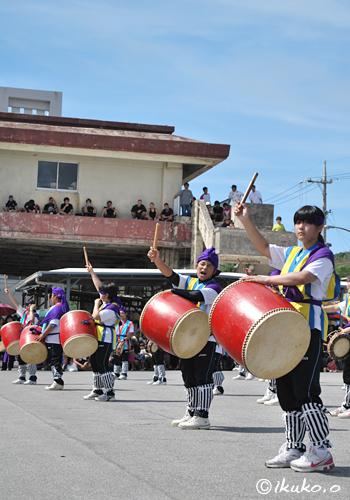 広場に広がる太鼓の響き