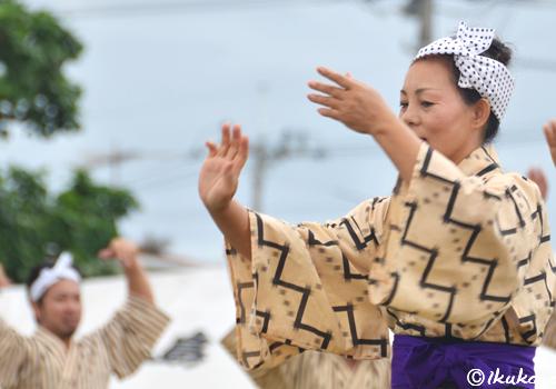 クイチャーを踊る人々