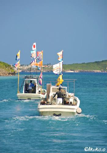 西の浜へむかう漁船