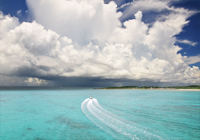 池間島の海と巨大な入道雲