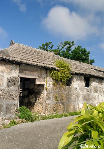古い家畜小屋