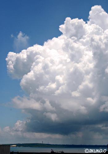 スコールと入道雲