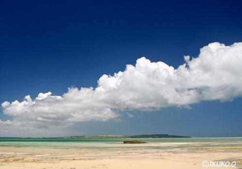 海を渡る雲