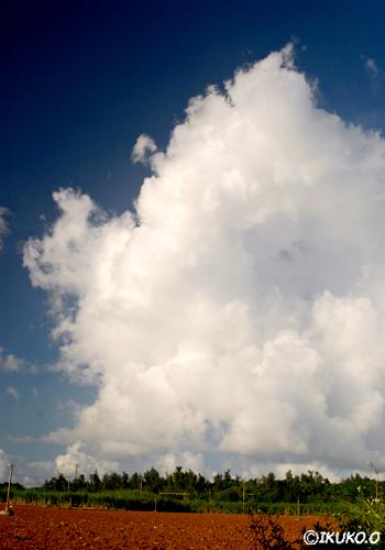 巨大な雲の壁