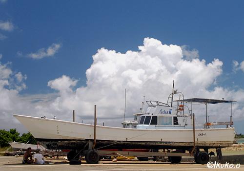 船と入道雲