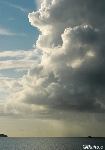 伊良部島にせまる入道雲