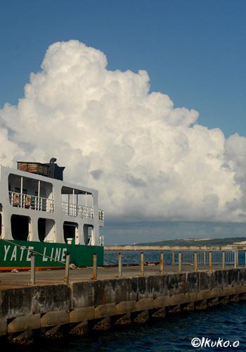港の入道雲