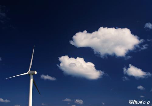 風車と綿雲