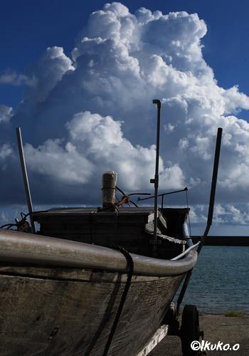入道雲とサバニ