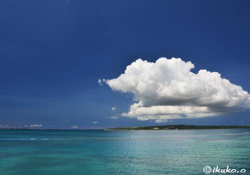 ぽっかりと浮かぶ雲