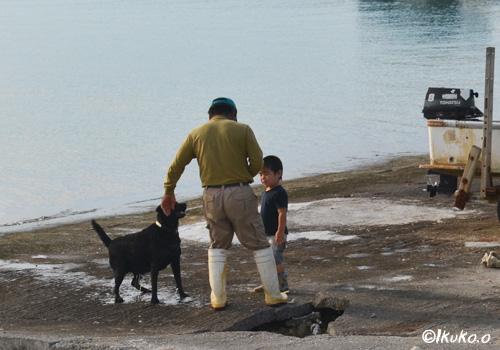 おじぃと孫と犬