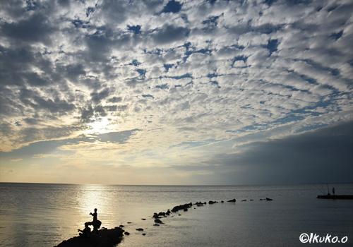 日没前のうろこ雲
