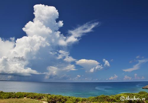 海上の入道雲