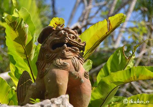苔色のシーサー