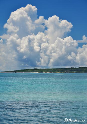 伊良部島を覆う入道雲