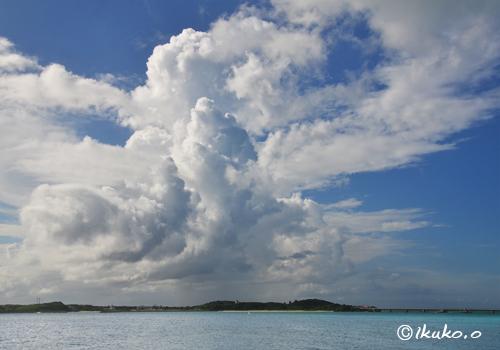池間島上空の巨大な入道雲