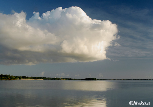 与那覇湾の上に浮かぶ雲