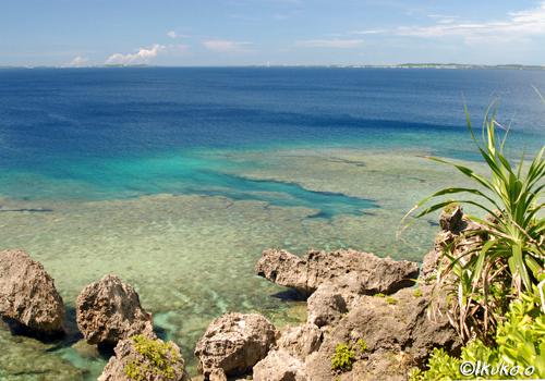 サバ沖の青い海