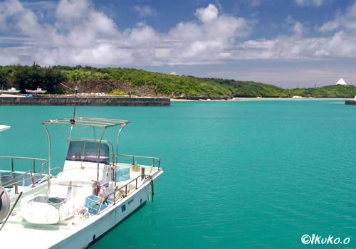 エメラルド色の海