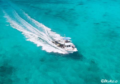 八重干瀬から帰るダイビングボート