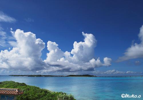 池間島の上の入道雲