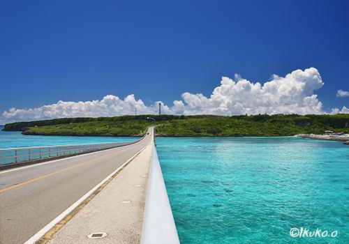 来間大橋と青い海