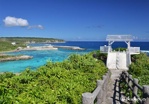 青い海と展望台