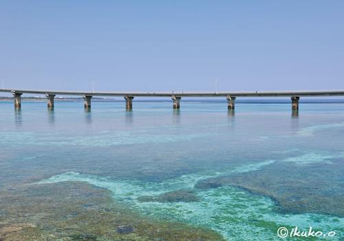 来間大橋と珊瑚礁