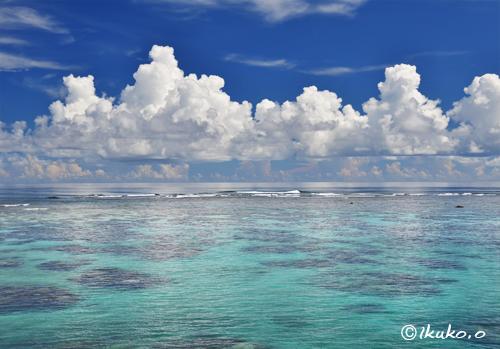 入道雲と凪ぎの海