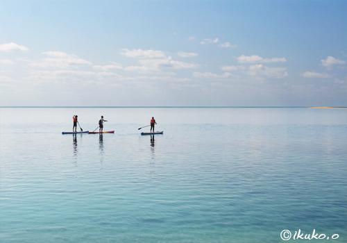 ベタ凪の海を渡るSUP