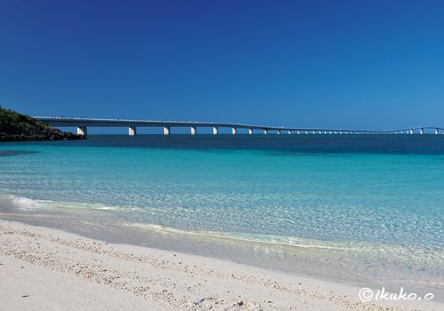 ビーチから見える伊良部大橋