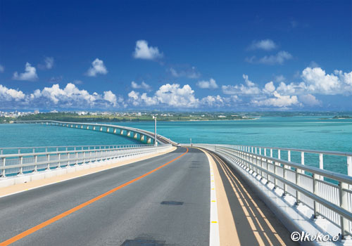 伊良部大橋と宮古島