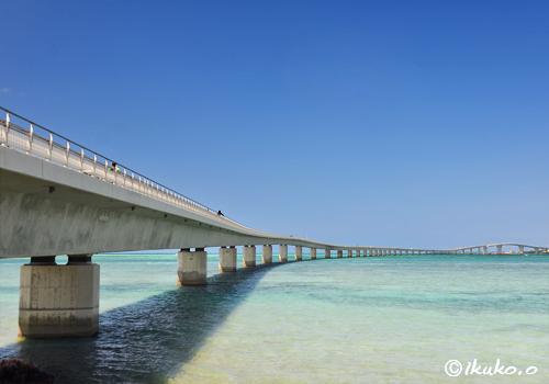 海へのびる伊良部大橋
